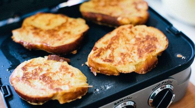 как пожарить гренки с яйцом