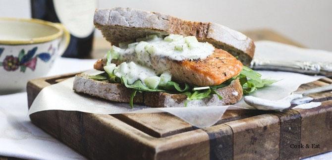 Запеченный лосось с соусом тцатцики